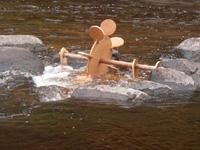 Moulin à eau construit par un enfant